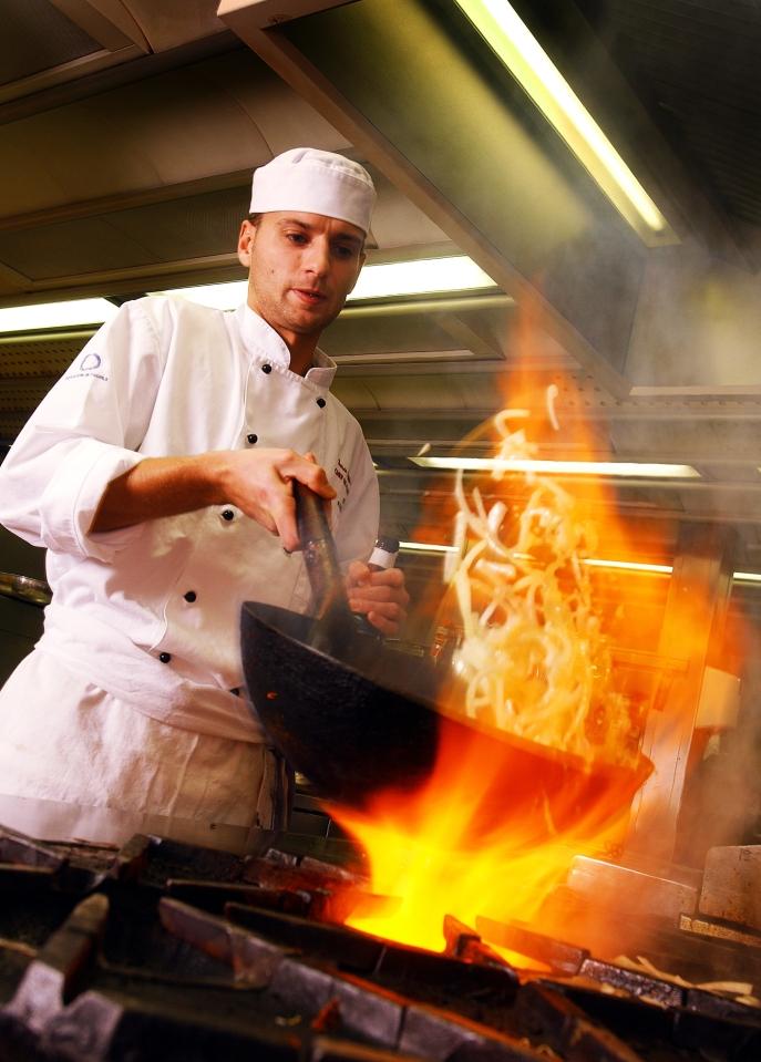 chef_in_kitchen