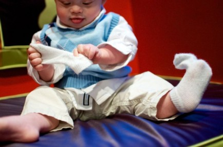 baby-pulling-socks-off-down-syndrome-fao-schwarz-nyc-640x423