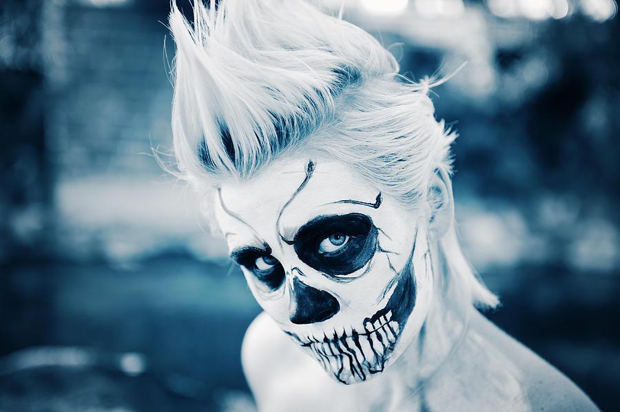 female-skeleton-ghoul--closeup-kriss-russell