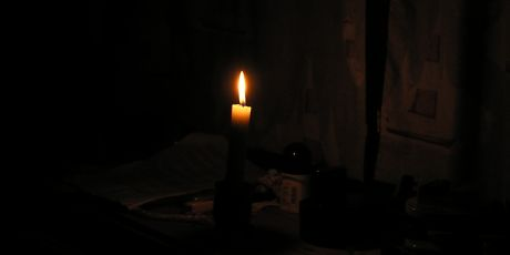 dim light candle