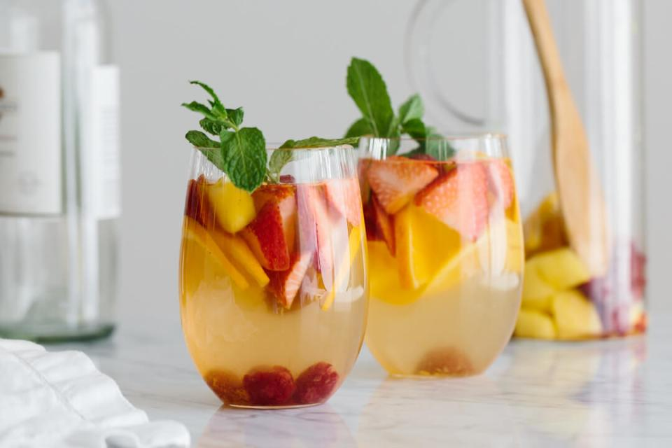 White-Sangria-with-Mango-and-Berries-1-2
